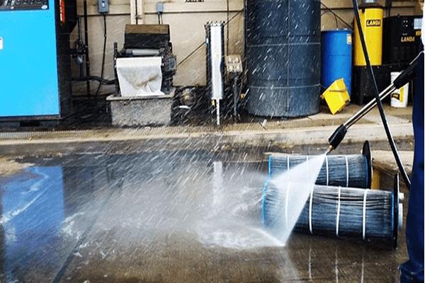 Como é feita a limpeza industrial?